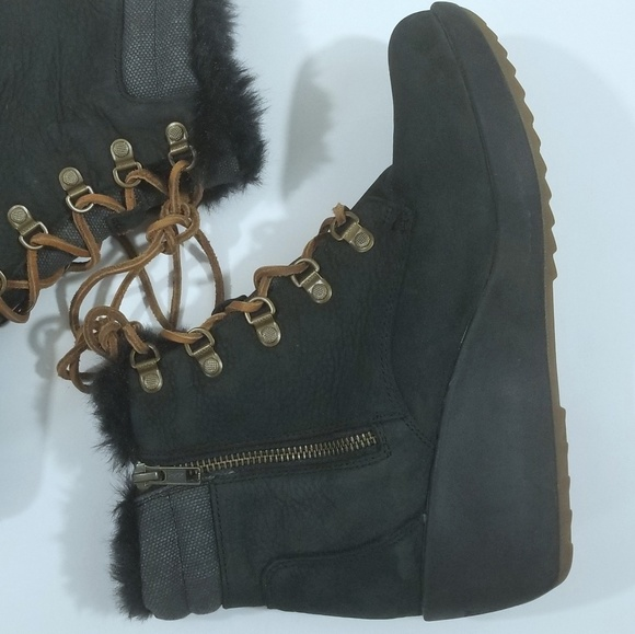 004bcfc1f22a Sperry Luca Peak wedge faux fur ankle bootie. M 5b997bfe3e0caa211a52c744